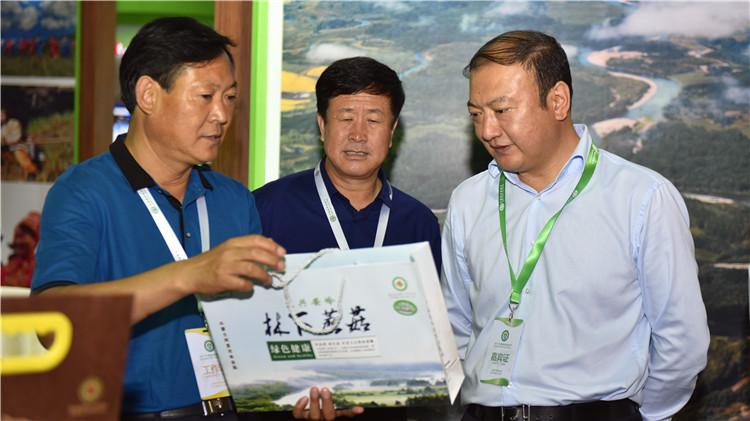 闫宏光、韩锡波参加2017中国森林旅游节