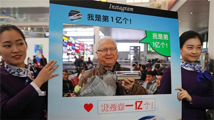铁路上海站迎来今年第1亿名旅客!是位美国朋友