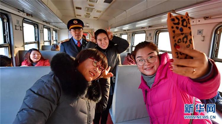 河北唐山停运旅客多年的百年铁路重新开行客运列车