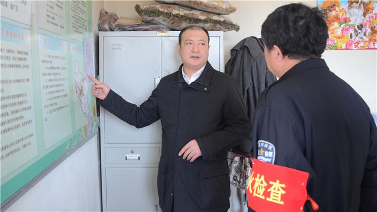 闫宏光在阿里河 大杨树林业局检查指导森林防火工作