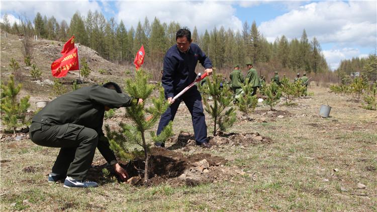 得耳布尔林业局开展春季义务植树活动