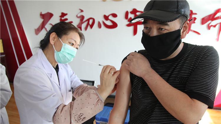 甘河林业局组织扑火队员接种森林脑炎疫苗