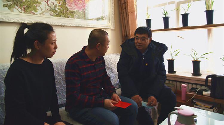 王伟到图里河林业局有限公司看望慰问困难职工