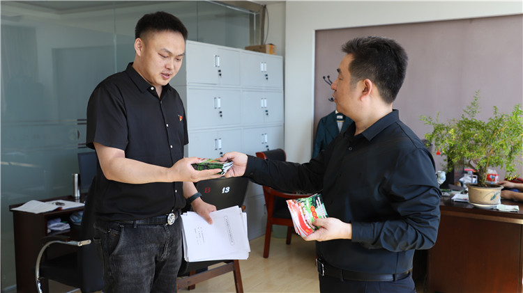 绰源林业局有限公司为党员职工印发学习手册