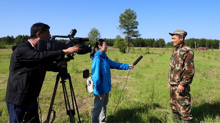 呼伦贝尔广播电视台记者到库都尔森工公司采访