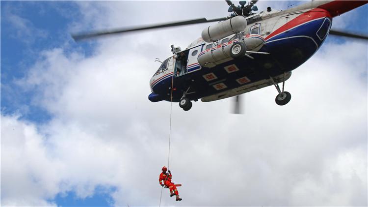 毕拉河林业有限责任公司参加特勤突击队滑降实战演练