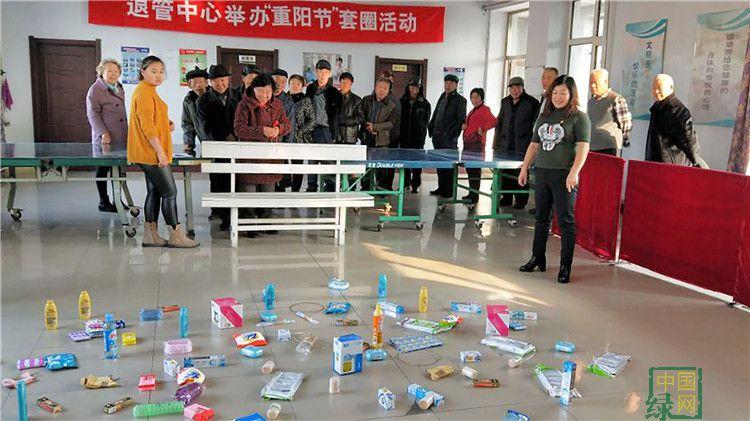 """毕拉河离退休管理中心开展""""喜迎重阳""""套圈活动"""