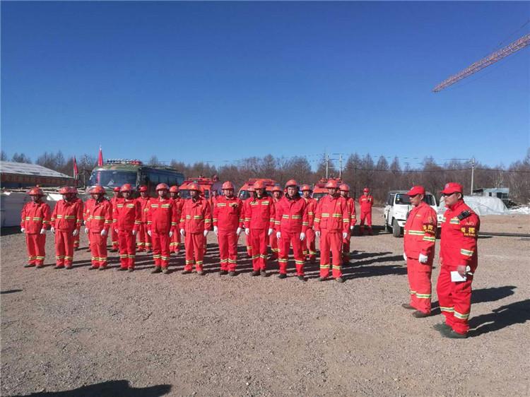 毕拉河林业局阿木珠苏林场与靠前驻防防灭火队员开展防灭火演练