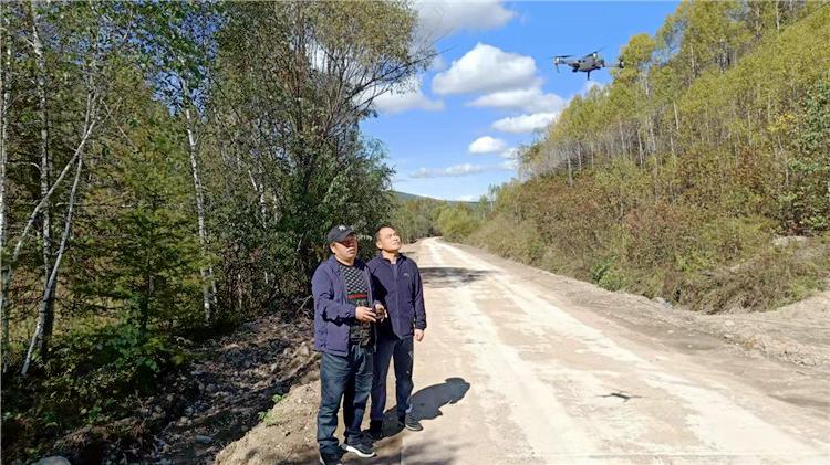 """阿里河森工公司奎勒河自然保护区管理处利用""""无人机""""巡山护林"""