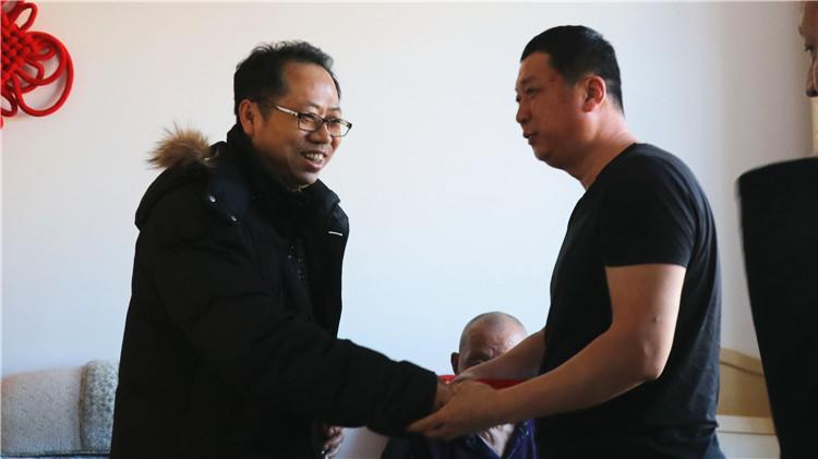 图里河林业局开展元旦、春节送温暖活动.jpg