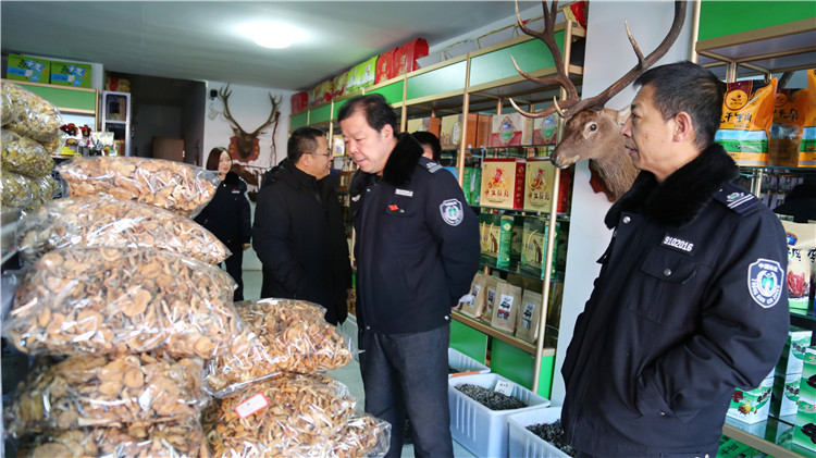 绰尔林业局开展杜鹃及野生动物保护专项行动 (3).JPG