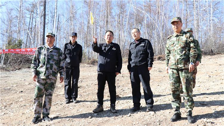 阿龙山林业局森防指总指挥深入一线检查防灭火工作