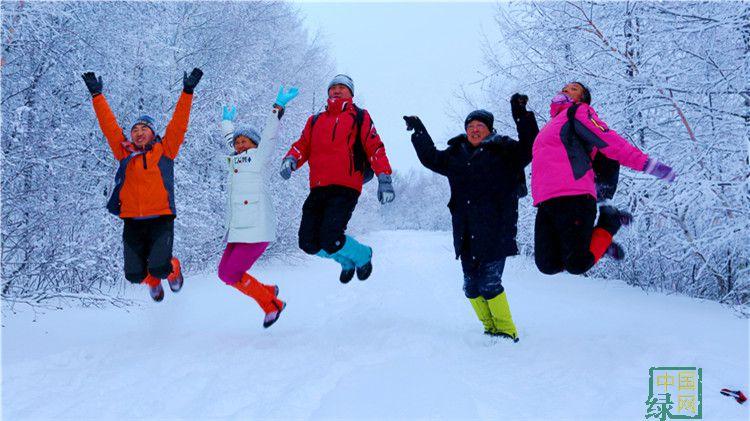 绰尔林业局迎来今冬第二批攀登大黑山团体(摄影:李浩) (3).JPG