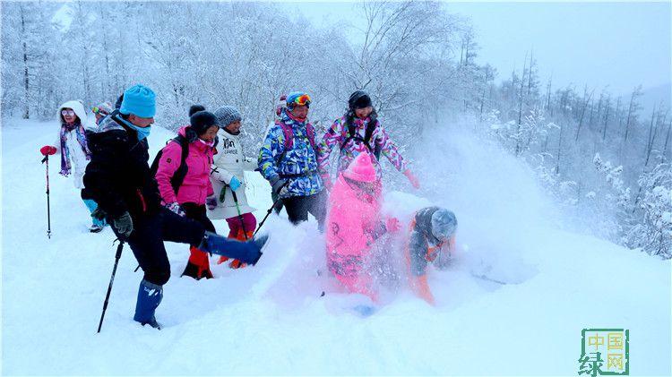 绰尔林业局迎来今冬第二批攀登大黑山团体