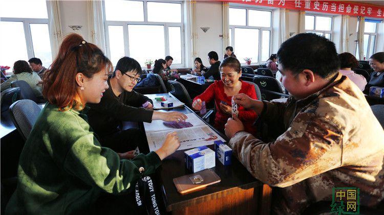 绰尔林业局机关党委举办迎新年扑克比赛
