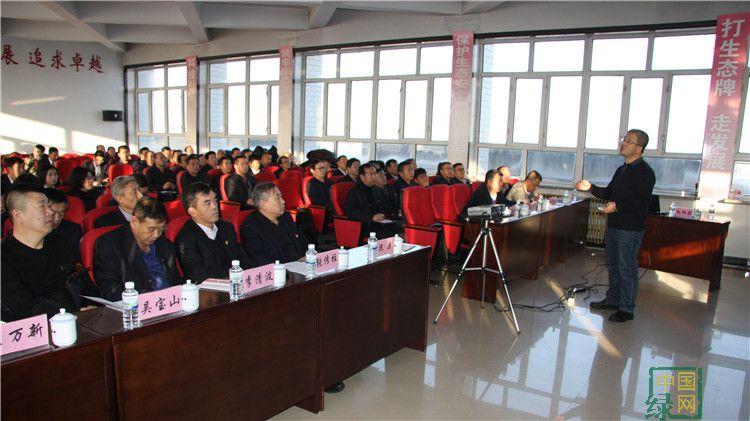 大杨树林业局举办学习贯彻党的十九大精神科级干部培训班1.JPG