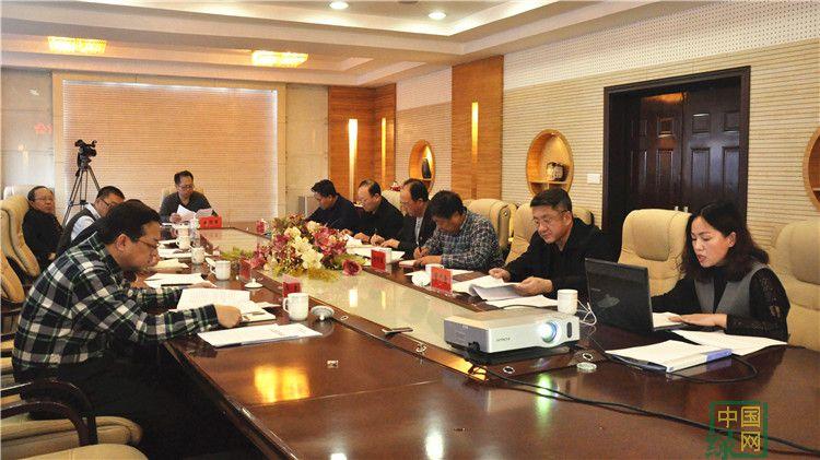图里河林业局党委召开中心组学习研讨会