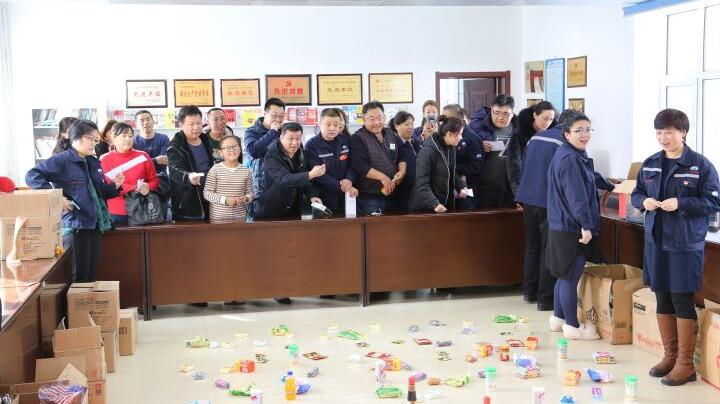 """兴安石油公司举办职工""""迎新春""""套圈趣味活动"""