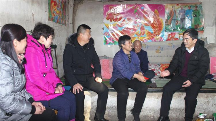 """大杨树林业局""""三八""""妇女节慰问困难女职工"""