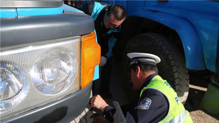 克一河林业局组织人员检查验收防火运兵车