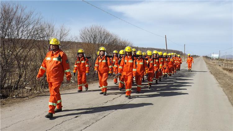 绰源林业局专业森林消防第二大队开展防火演练
