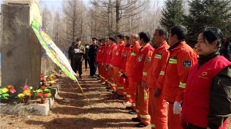 """库都尔林业局举行纪念""""4·20""""烈士逝世三十一周年祭奠仪式"""
