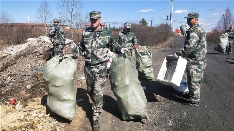 图里河林业局集中清理垃圾