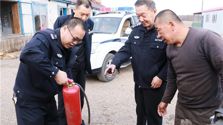 根河森林公安局同林业局防火办开展联合大检查