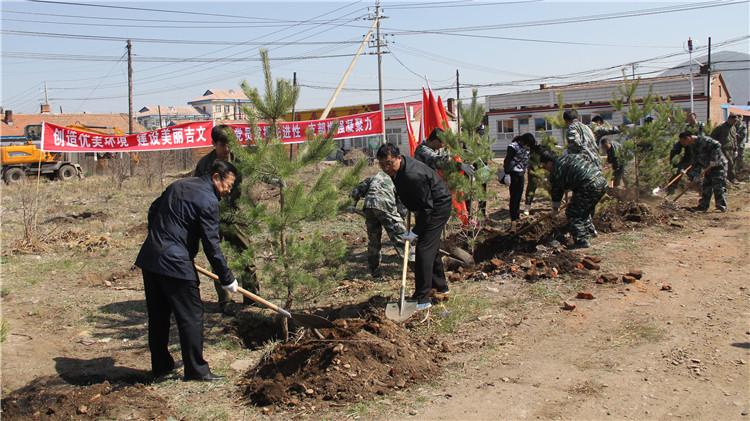 """吉文林业局组织开展""""创造优美环境 建设美丽吉文"""" 义务植树活动"""