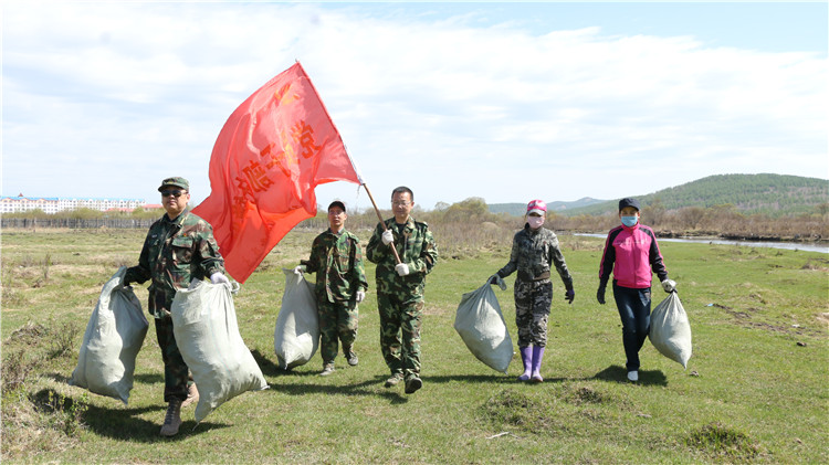 绰源林业局开展义务整治环境活动