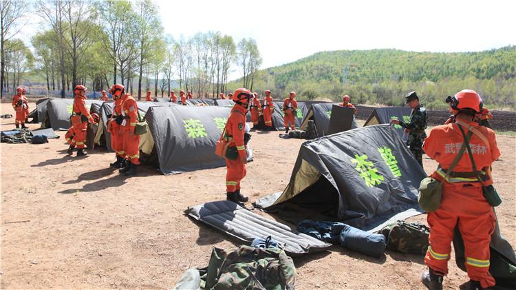 毕拉河林业局驻防部队开展野外宿营训练保春防