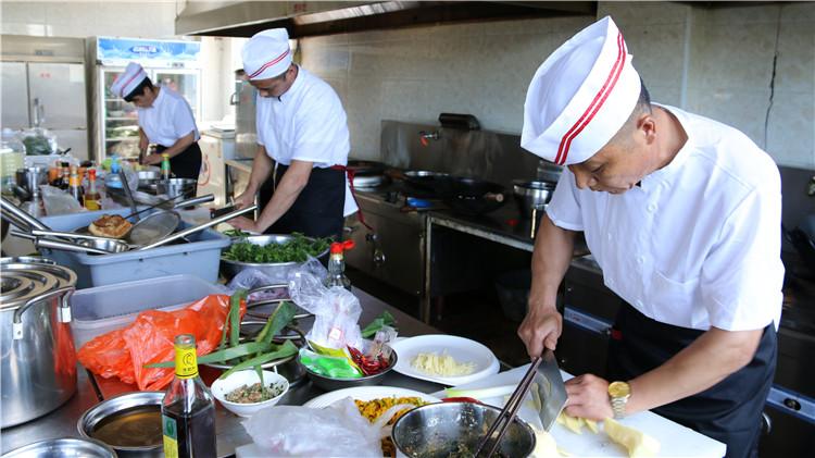 绰源林业局工会举办林业特色美食厨艺大赛