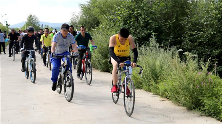 """阿龙山林业局举办""""锻炼健康体魄 守护绿色家园""""职工自行车骑行比赛"""