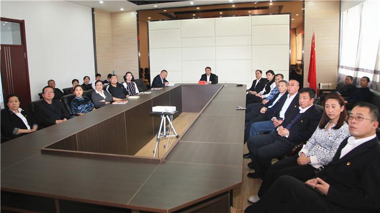 林海日报社组织全体职工收看庆祝改革开放40周年大会实况