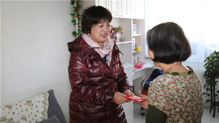 林海日报社走访慰问离退休老党员和职工