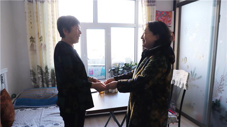 绰源局党政领导慰问困难党员和困难职工 (1).JPG