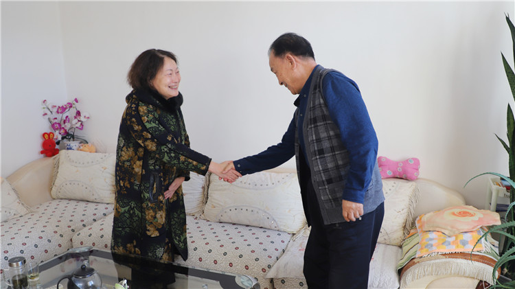 绰源林业局党政领导慰问退休老干部 (1).JPG