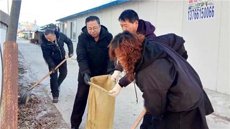 绰尔林业局机关党委开展节后环境卫生整治活动