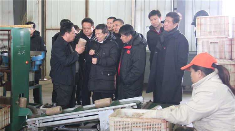自治区税务局党委副书记、局长谭珩一行深入满归林业局调研