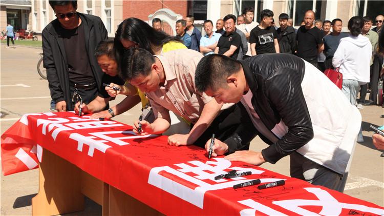 根河林业局开展节能宣传周主题日暨节能宣传承诺签名活动