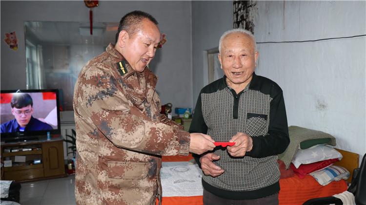 阿龙山林业局开展慰问军烈属、伤残军人及现役军人家属活动