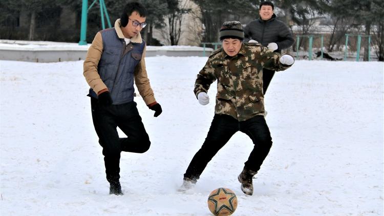 冬季足球热 纵享冰雪乐