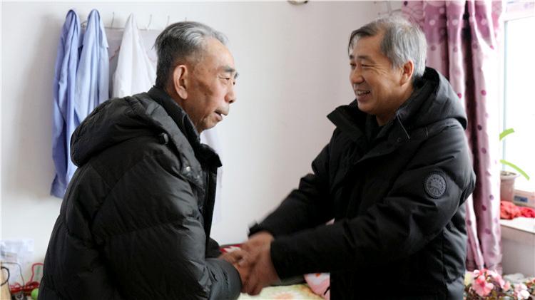 """大杨树林业局开展节前""""送温暖""""活动"""
