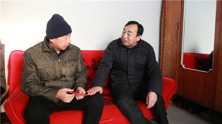 毕拉河林业局党委走访慰问困难党员