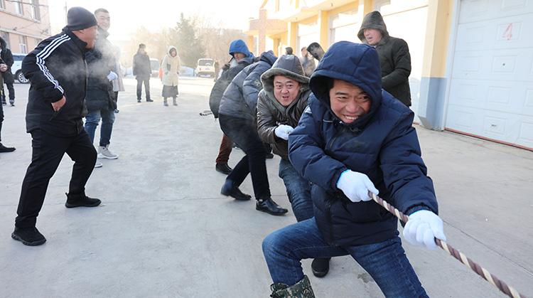 """大杨树林业局组织开展""""迎新春""""职工拔河比赛"""""""