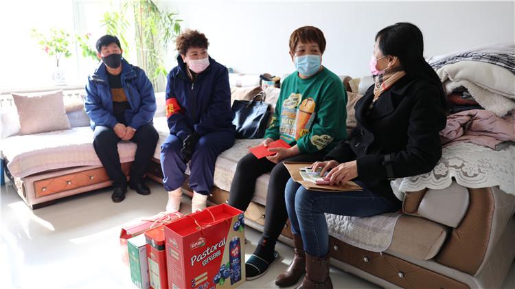 """大杨树林业局""""三八""""妇女节走访慰问大病困难女职工"""