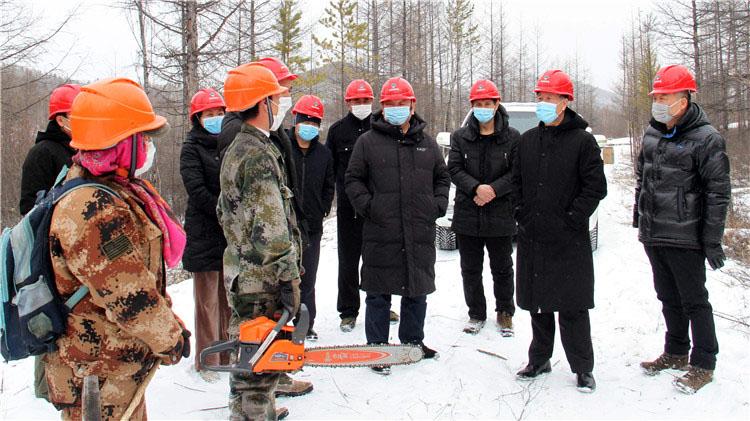 满归林业局领导深入山场对疫情防控和复工复产情况进行督导检查