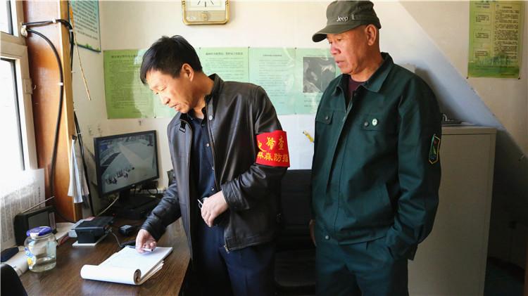 绰尔林业局第七综合工作督导组到全胜林场检查指导防火防疫工作