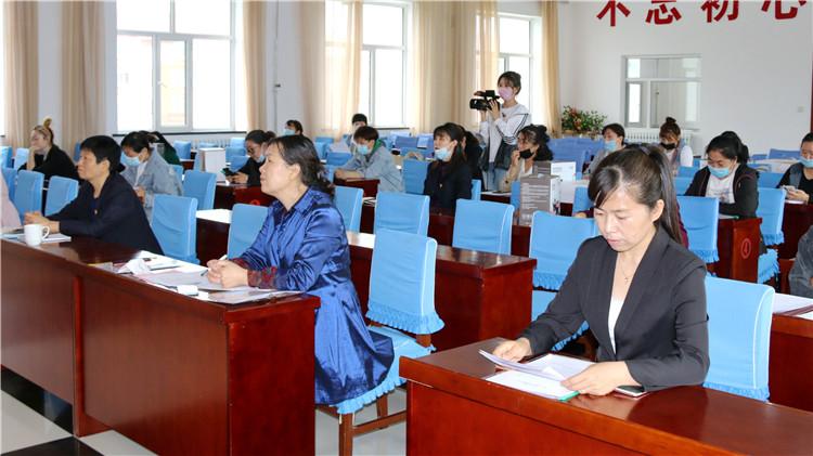 库都尔林业局工会举办女职工周末学校维权知识讲座