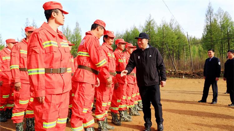 陈佰山到莫尔道嘎林业局检查指导森林防灭火工作